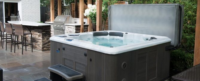 How to tell when it is time to replace your hot tub cover